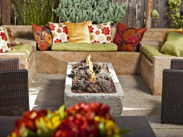 BP_DYCR907_backyard-fire-pit-seating-area_s4x3_lg