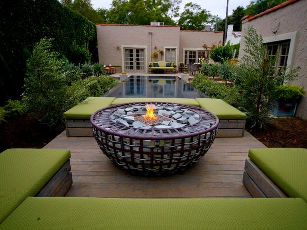 BP_HORJD403_backyard-fire-pit-pool_s4x3_lg