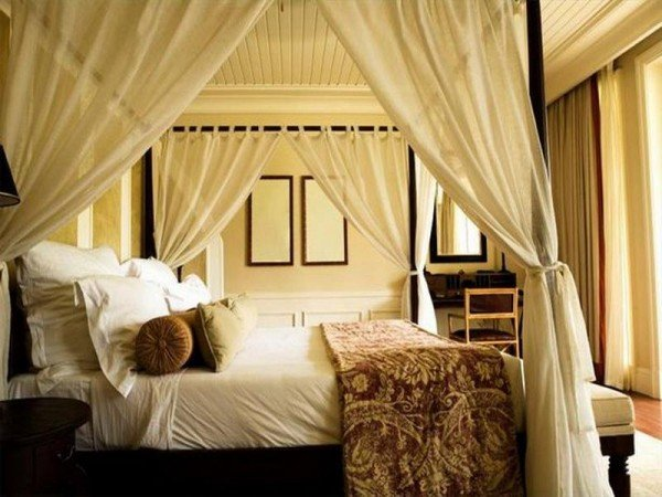 Diy-Canopy-Bed-Curtains