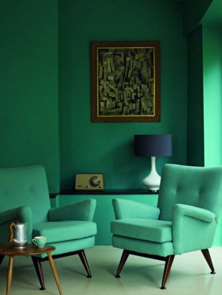 kelly-green-monochromatic-sitting-room-cococozy-e1435585790163