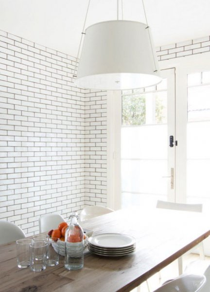 monochromatic-rooms-white-kitchen-tile-cococozy-cuffhome-e1435586541534